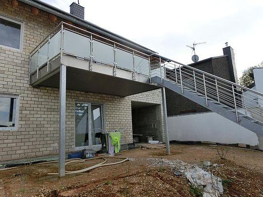 Vorsatzbalkon mit Treppenaufgang